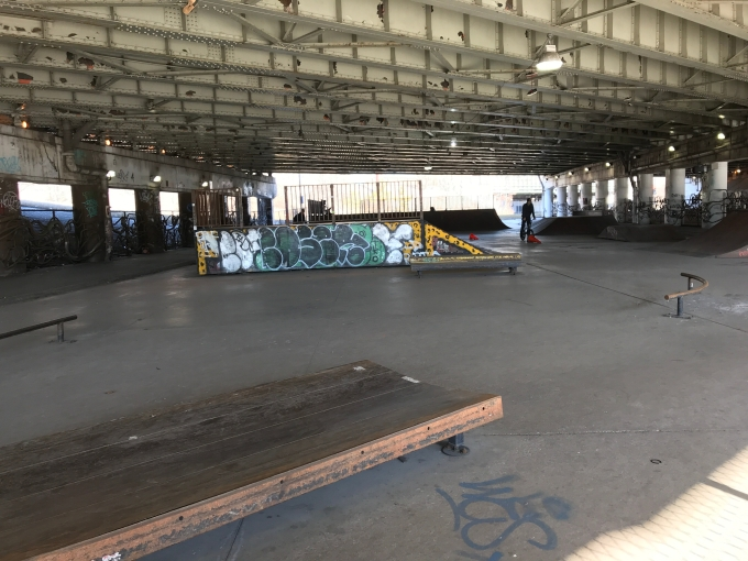 Photo of the fun box and the curved rail at the entrance of Logan Square Skatepark
