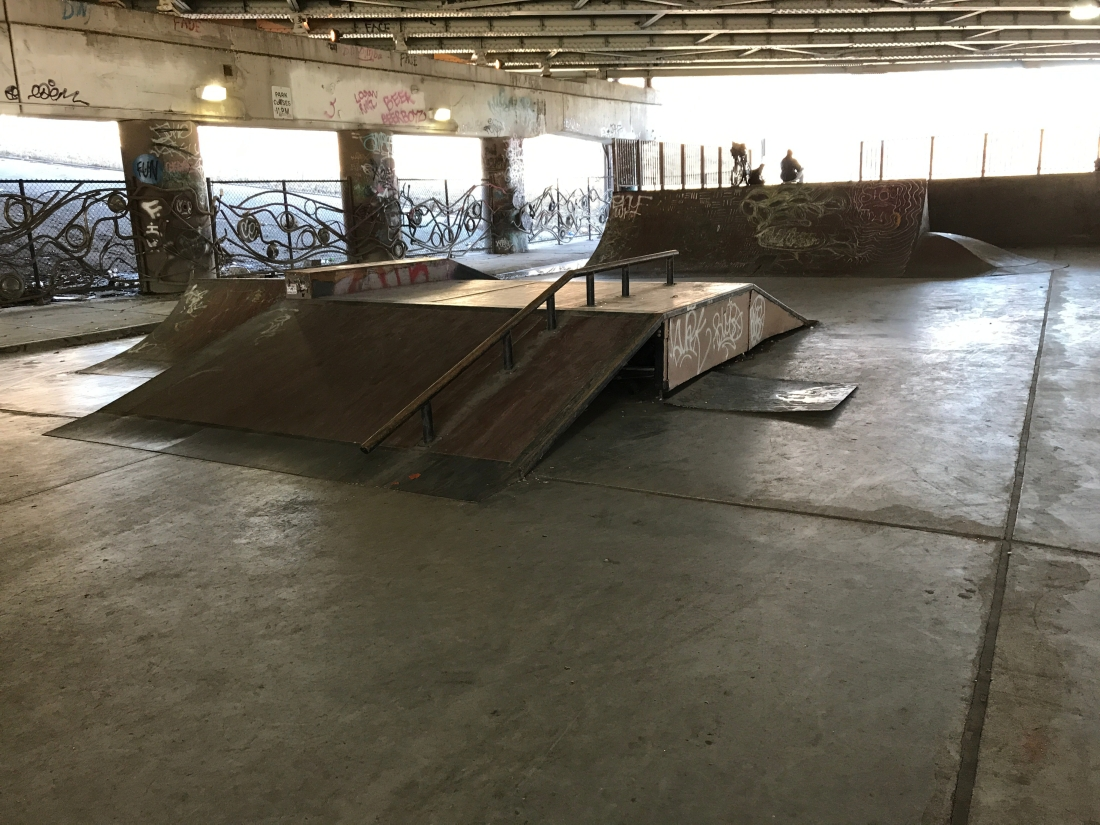 Photo of the fun box in the middle of Logan Square Skatepark